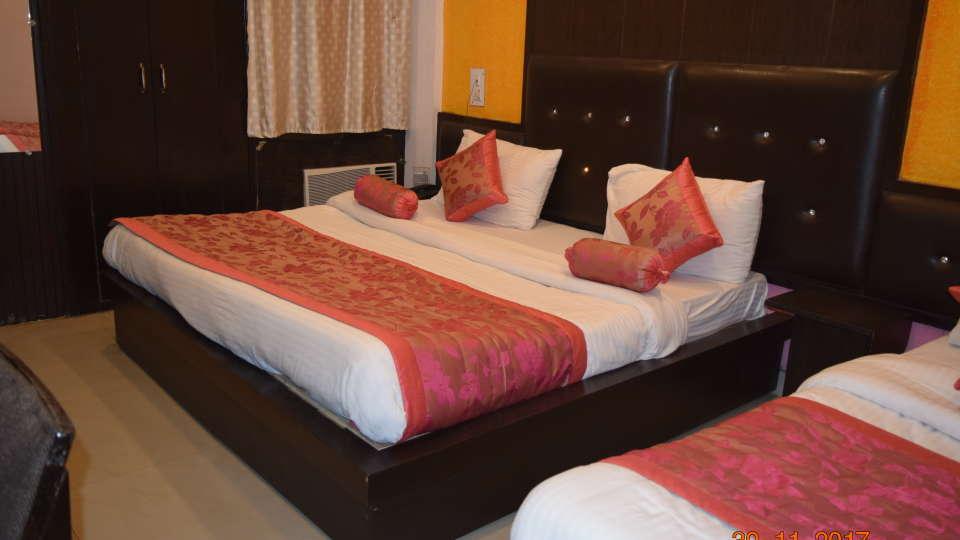 Deluxe 4 Bed A/C Room at Hotel Trishul - Budget Hotels, Har ki Pauri Hotels, Haridwar Hotels