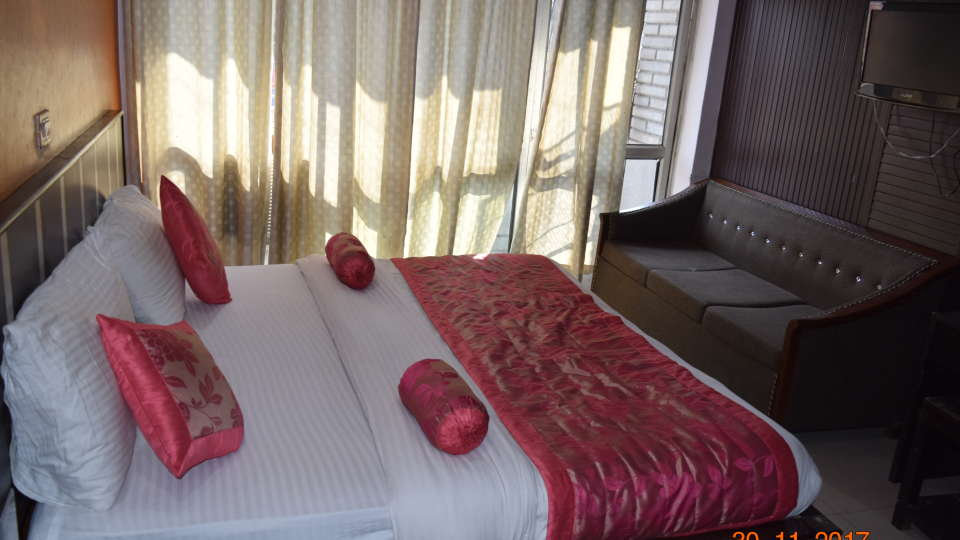 Deluxe Double A/C Room at Hotel Trishul -  Budget Hotels, Har ki Pauri Hotels, Haridwar Hotels