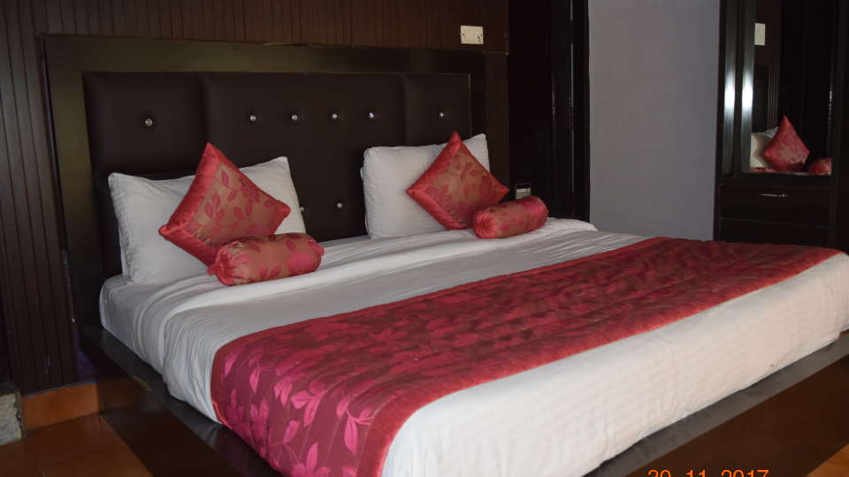 Deluxe Double A/C Room at Hotel Trishul, Haridwar   Hotels near Railway station in haridwar