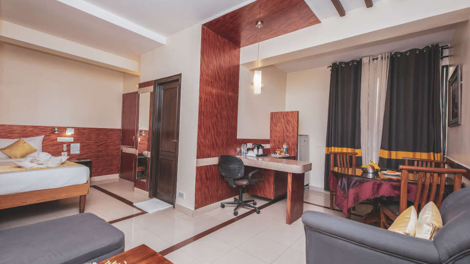 Accommodation in Bangalore, iStay Hotels - Infantry Road, Jr Suites