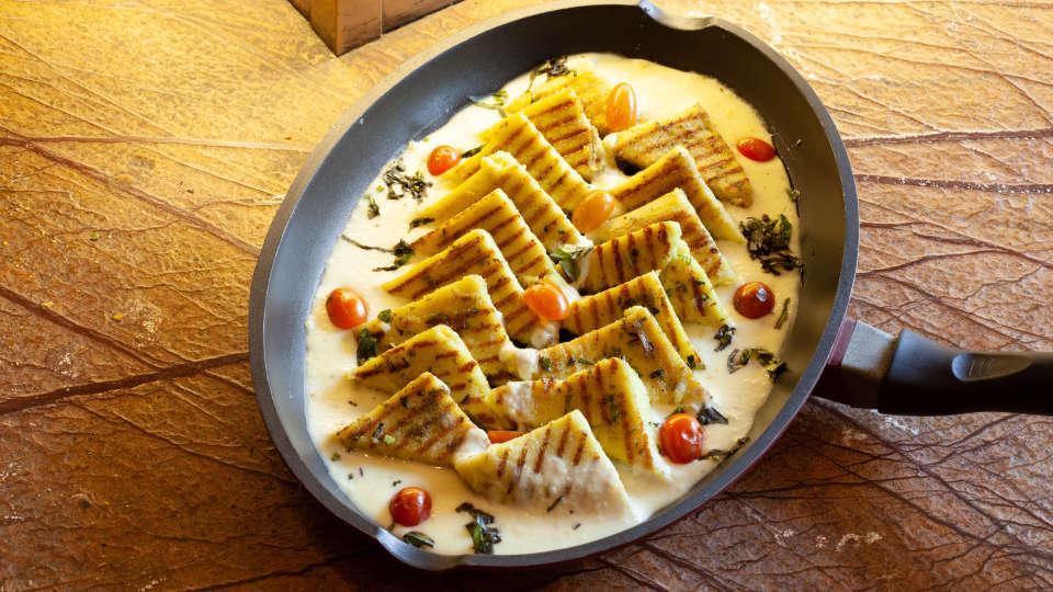 Restaurant in Manipal, Mango Hotels - Manipal, MoXa Bistro 5