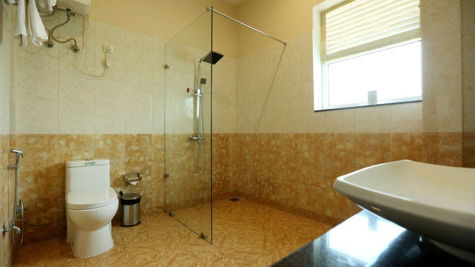 Corbett Luxury room washroom