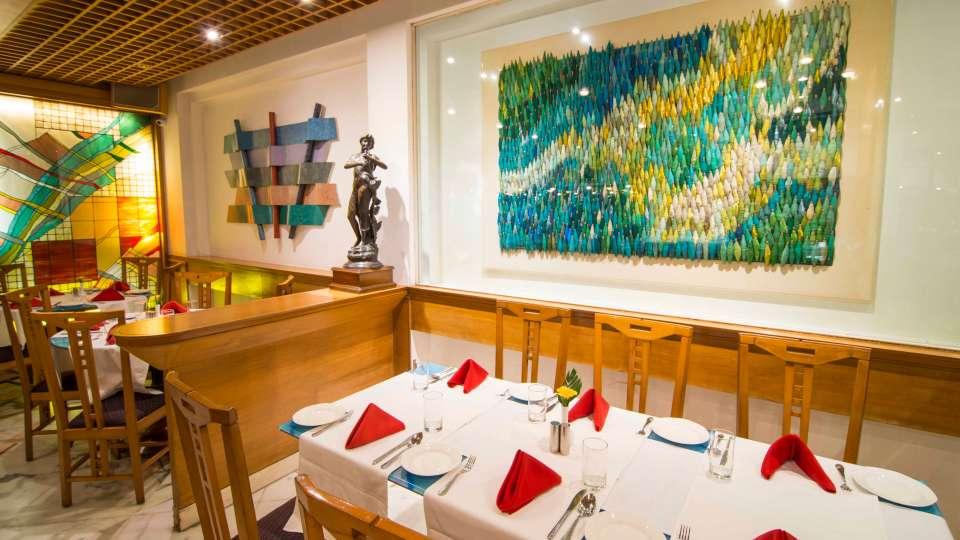 Flavors Restaurant  Cafe5, The Ambassador hotel Mumbai, Restaurant near Marine drive 515