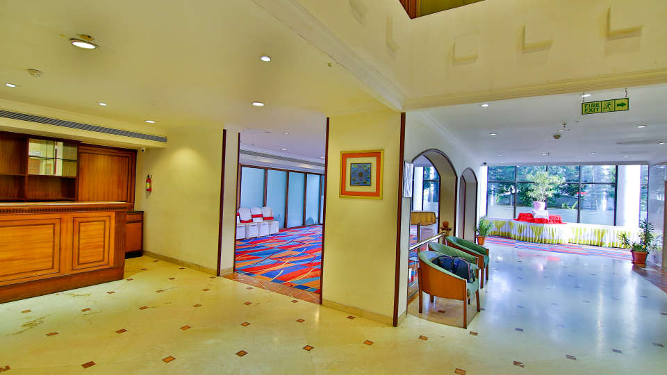 Lobby Reception The Gokulam Park Kochi 5