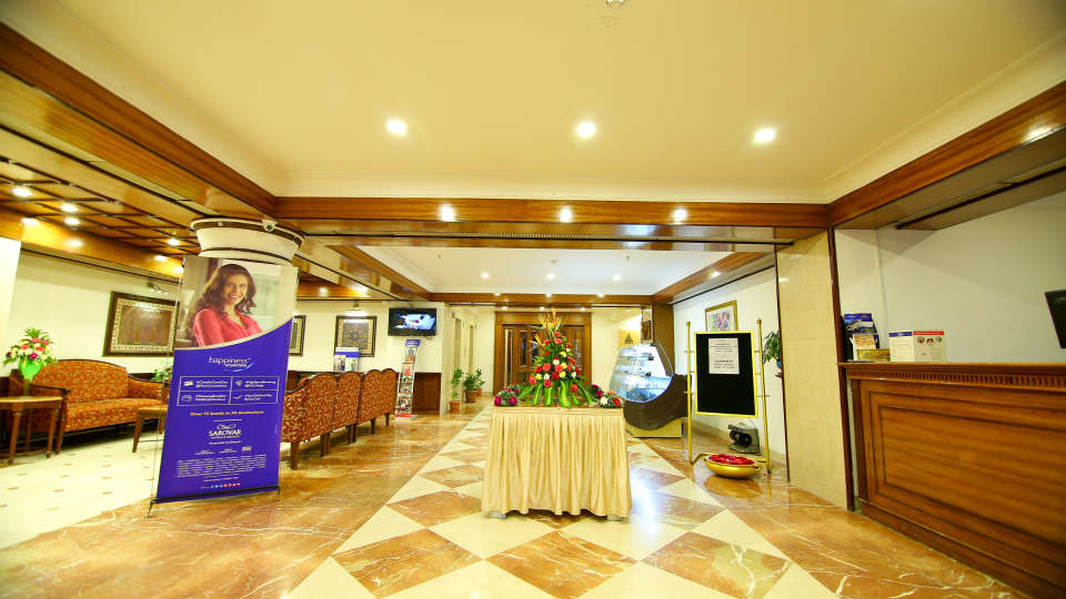 Lobby Reception The Gokulam Park Kochi 4