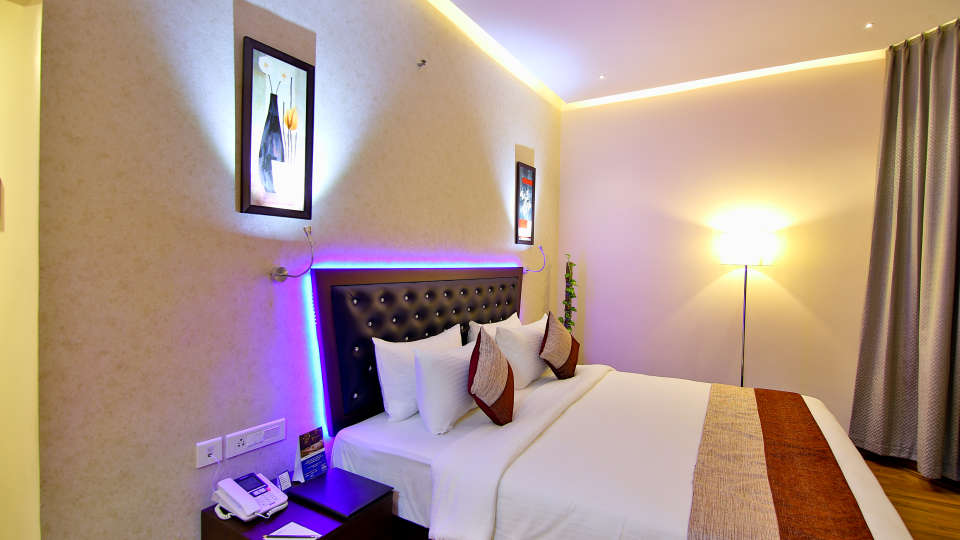 Superior Room at The Gokulam Park Kochi 4