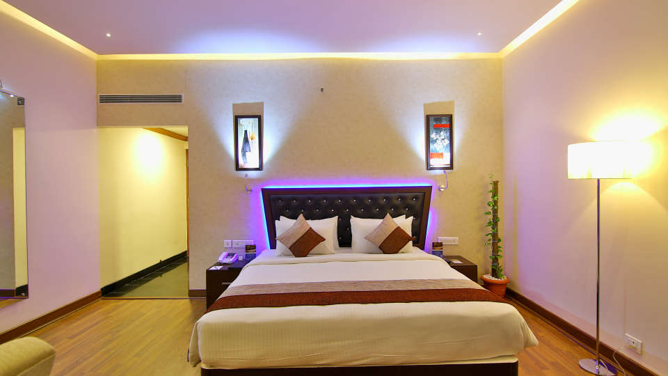 Superior Room at The Gokulam Park Kochi 3