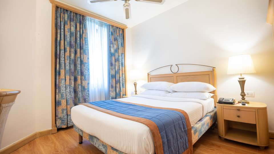 Executive Room Bed, Orchid Hotel Mumbai Vile Parle, 5 Star Hotel in Vile Parle
