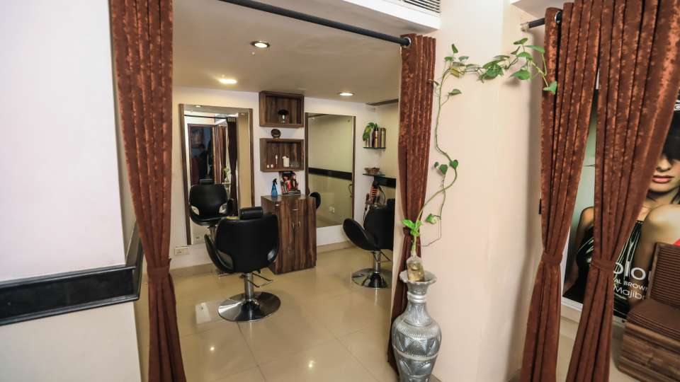 Salon in Lucknow, The Piccadily, Hotel near Hazratganj 3