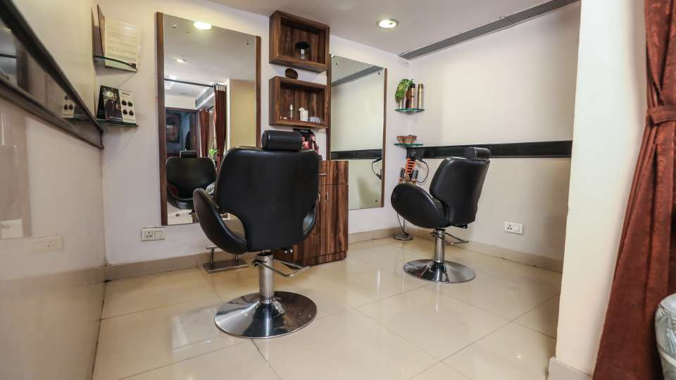 Salon in Lucknow, The Piccadily, Hotel near Hazratganj 4