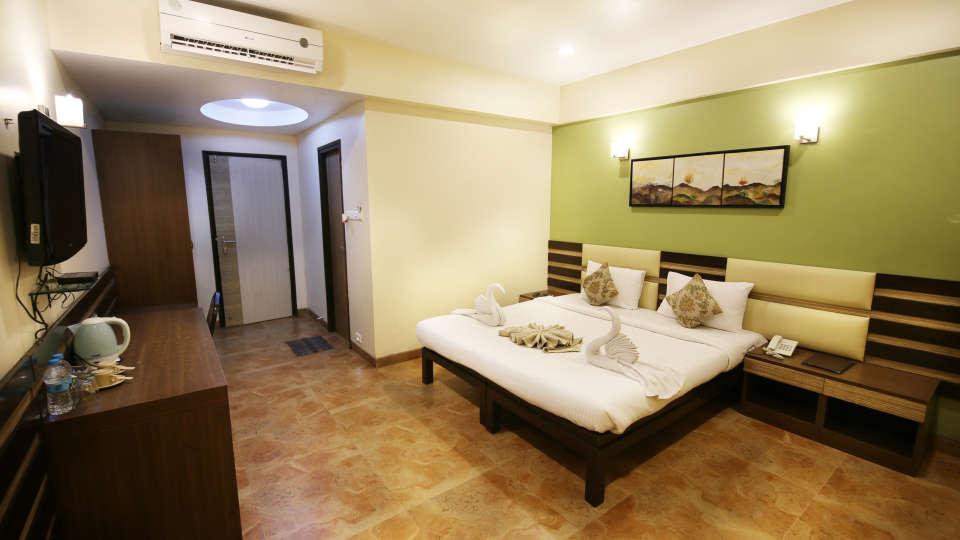 Super Deluxe Room, Zara's Resort, Khandala, Rooms in Lonavla 4