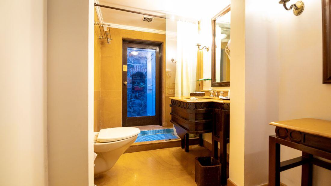 Rain Shower Room 3