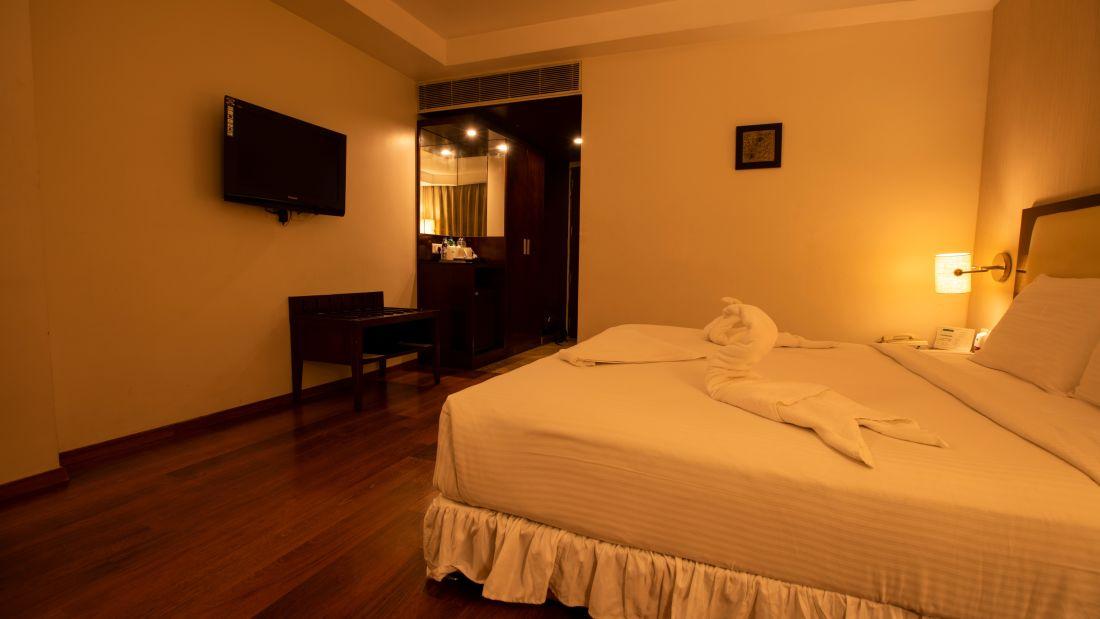 Executive Room Queen Bed 3