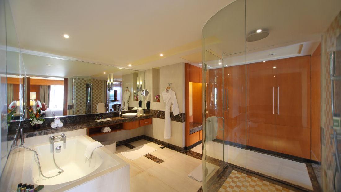 Executive Suite Bathroom Hotel Gokulam Grand Bangalore3