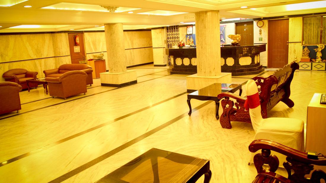 Lobby Hotel Yasodha Towers 19