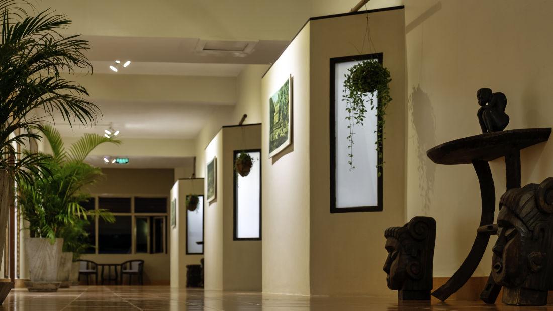 galery hallway 2