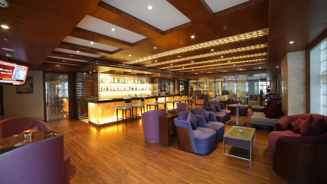 Bar The PL Palace Hotel Agra 1