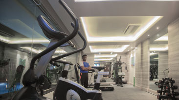 Gym at efcee sarovar portico, business hotels in bhavnagar
