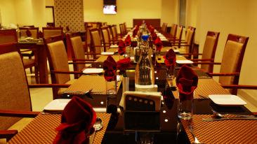 Oottupura Restaurant 4, Gokulam Park Munnar, Restaurant in Munnar