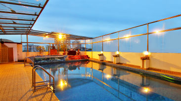 Swimming Pool at gokulam park and convention centre cochin, hotel in kochi