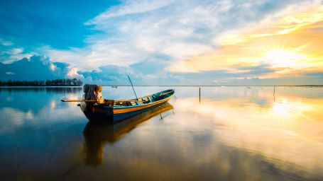 scenic-photo-of-boat-during-dawn-2834306