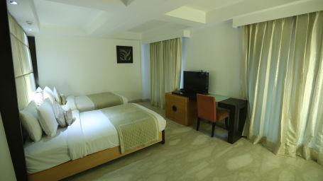 Deluxe Room Grand Venizia Model Town New Delhi 7