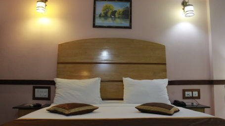 Deluxe Room at Hotel Presidency Bangalore 5