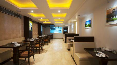 Le Fairway Restaurant and Bar at Le ROI Delhi Hotel Paharganj