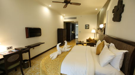 4 Cypress Suite - King Bed 2
