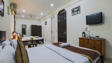 Room at The Hermitage Hotel (By Cosy Hotels), New Delhi22
