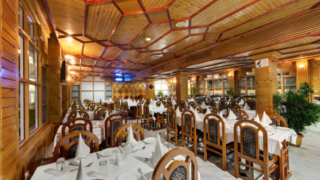 Restaurant at The Manali Inn Hotel 3
