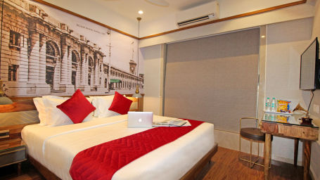 8 Bedroom 1, Serviced Apartments in Khar, Rooms in Khar, Hotels in Khar