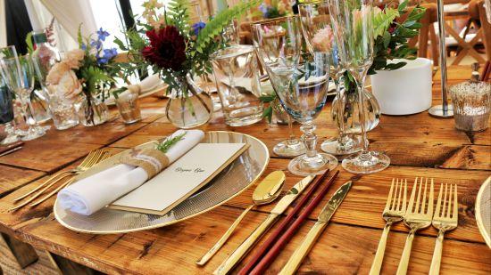 dinnerware-on-table-top-1395964 1