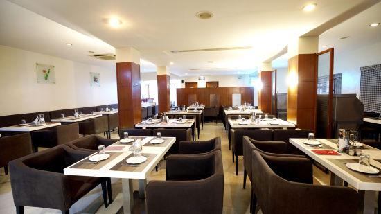 Dharani Non Veg Restaurant at Hotel Geetha Regency in Guntur 2