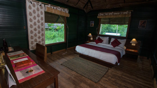 LUXURY HUTS BEDROOM 1