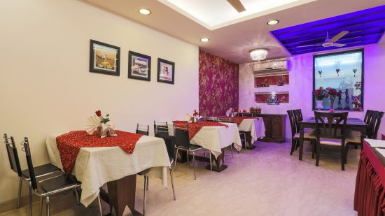 Dining at The Hermitage Hotel (By Cosy Hotels), New Delhi2