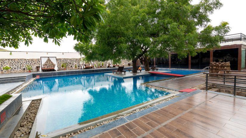 Poolside Restaurant in Pune, Kund Swimming Pool in Pune, Fort Jadhavgadh, Pune