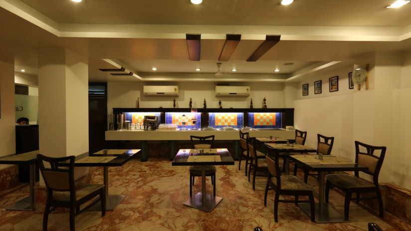 Cafe De Roi, Coffee Shop at Le ROI Delhi Hotel Paharganj