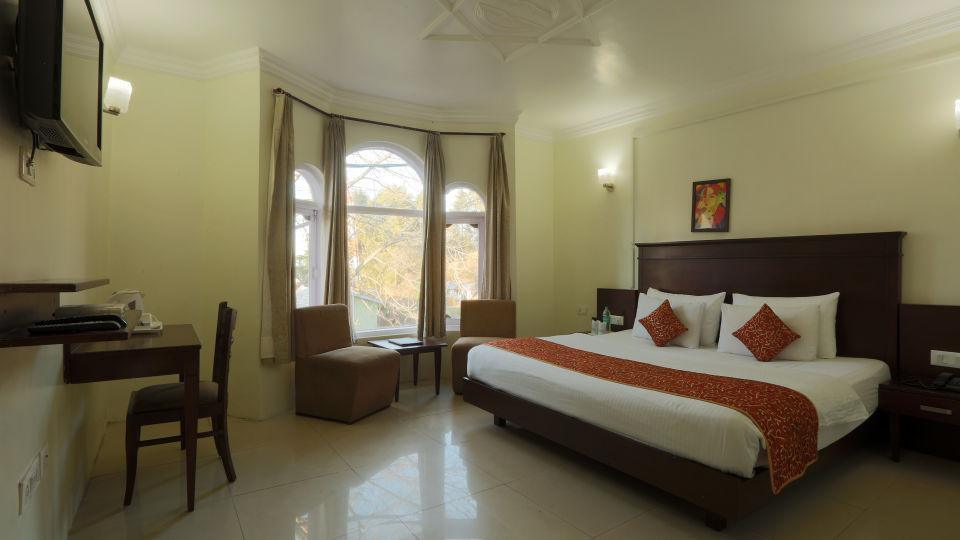 Deluxe Room at Alps Resort Dalhousie 4