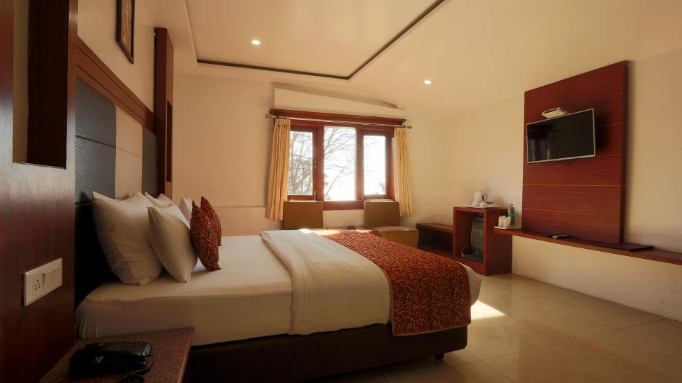 Deluxe Room with garden view at Alps Resort Dalhousie 12