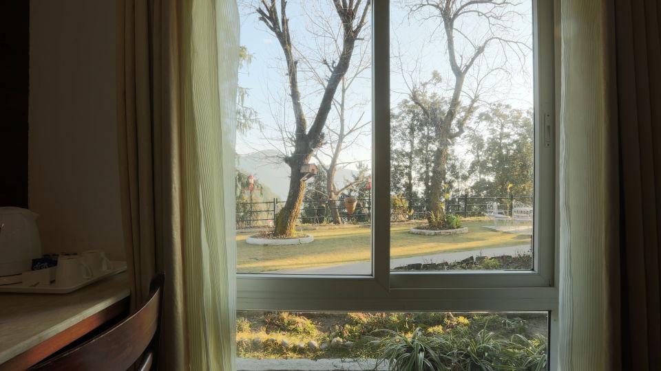 Deluxe Room with garden view at Alps Resort Dalhousie 5