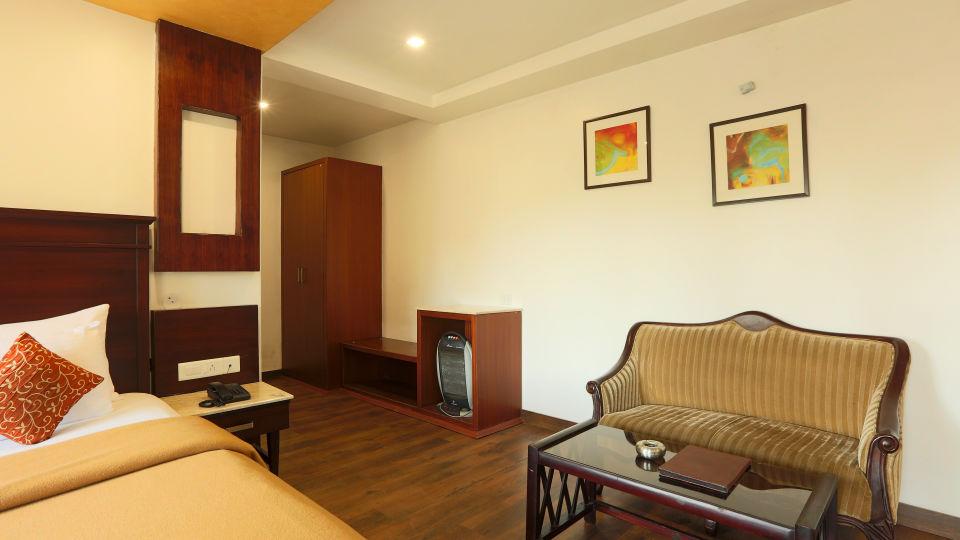 Deluxe Room with garden view at Alps Resort Dalhousie 6
