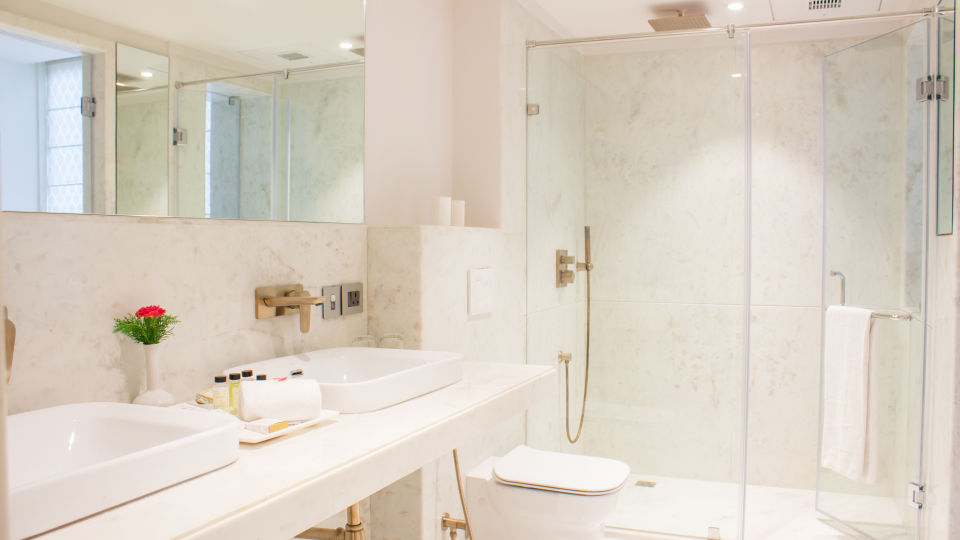 suite - bathroom 2 1
