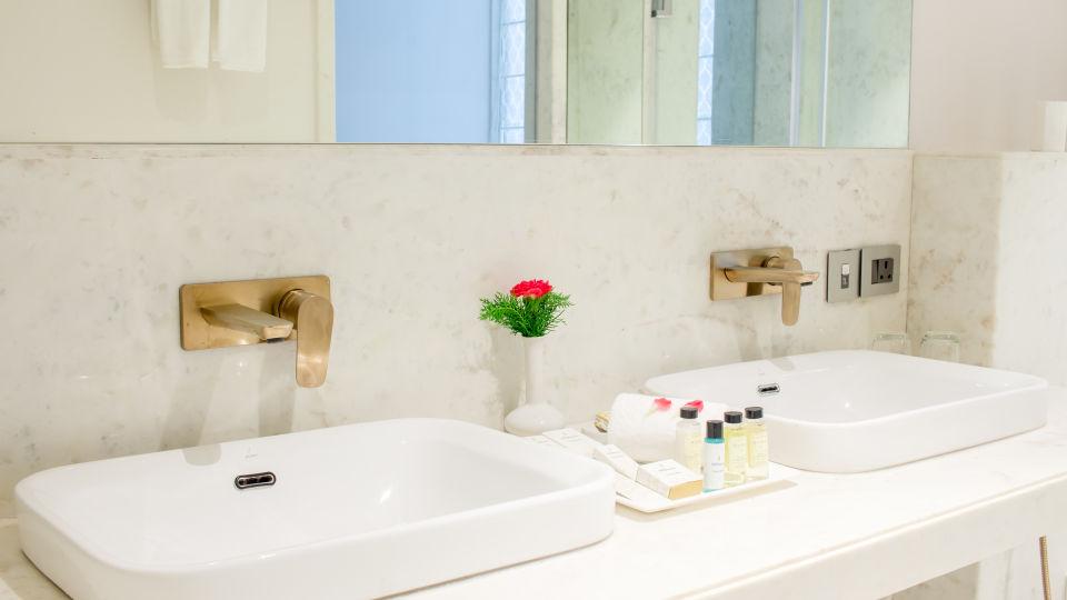suite - bathroom 3 1
