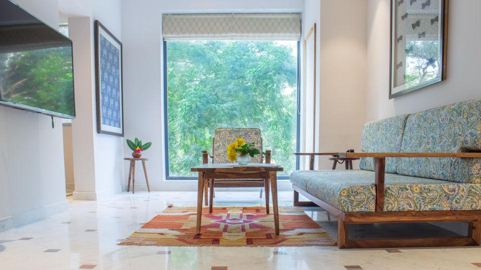 suite - sitting area 2 1