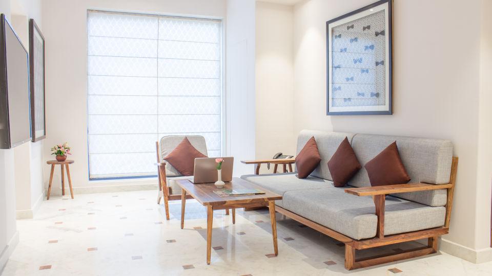 suite - sitting area 6
