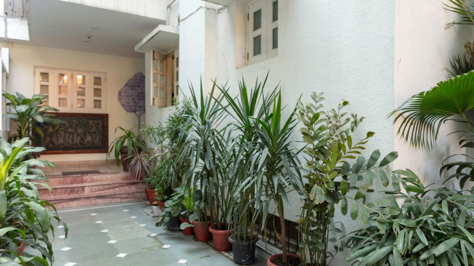 Colonels Retreat, Hotels At Defence Colony, Best Delhi Hotels