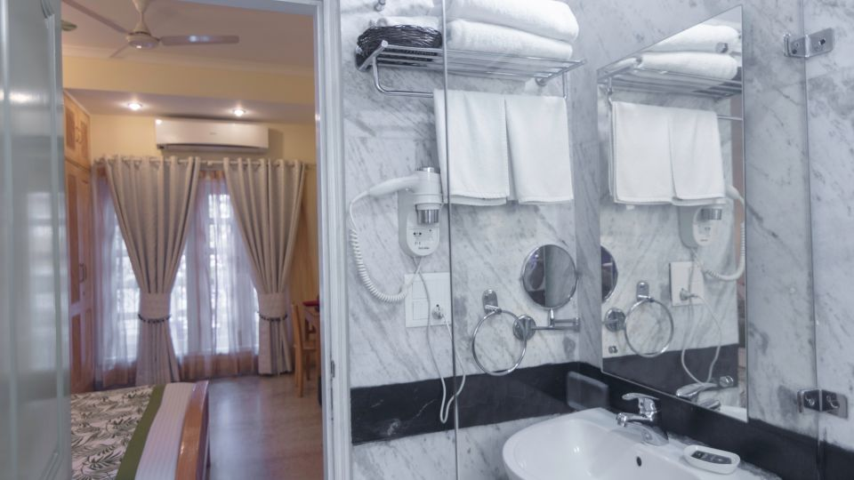 Standard Rooms,Colonels Retreat, Hotels Near The Indira Gandhi Airport
