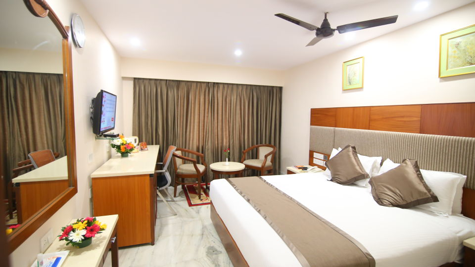 King-sized bed at Hotel Daspalla Executive Court Vishakapatnam 2