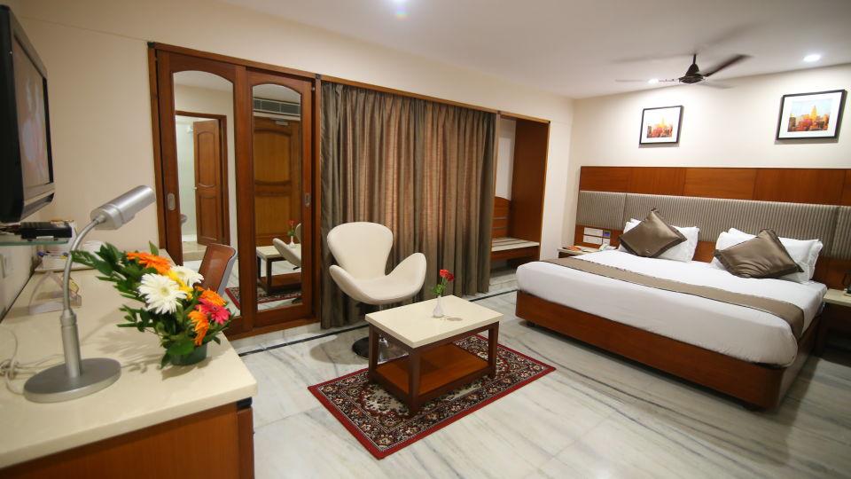Suite at Hotel Daspalla Executive Court Vishakapatnam 4